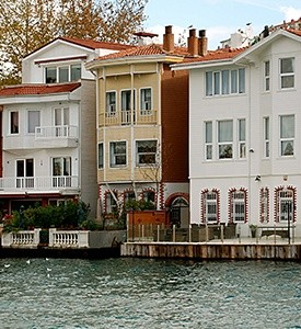Istanbul_Turkey_Bosporus_Houses 3 Countries 3 Civilizations