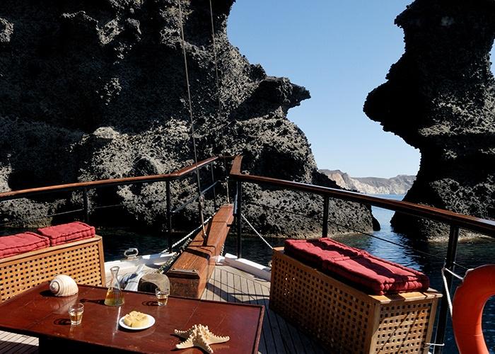 Santorini_Island_Greece_Volcano_Cruise Athens Rhodes Santorini Mykonos